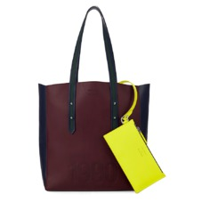 The être cécile Essential Tote in Burgundy. Handbags & Clutches from Aspinal of London